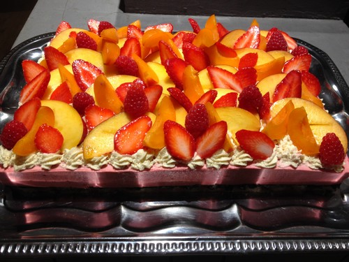 gateau  croustillant chocolat mousse fruits et fruits frais